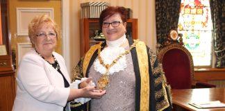 lilian-dodd-and-lord-mayor-jackie-barnes