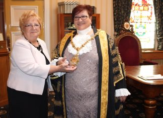 lilian-dodd-and-lord-mayor-jackie-barnes