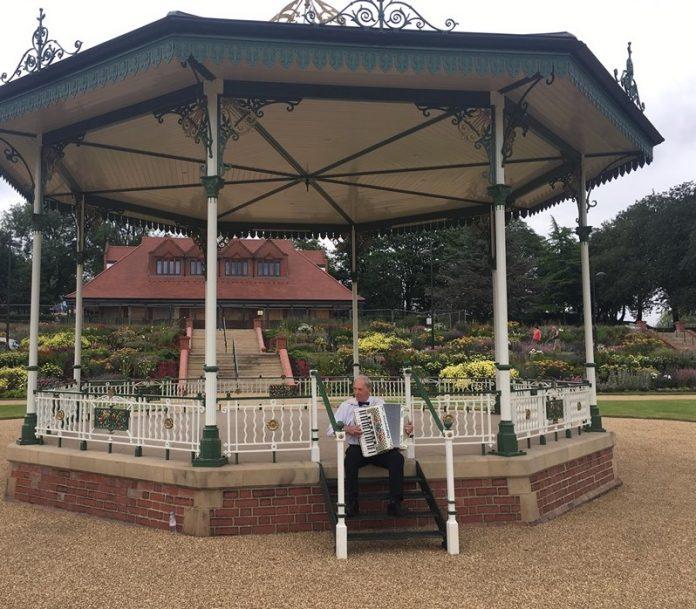 hanley-park-bandstand