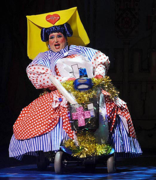 Christian-Patterson-as-Fanny-the-Nanny-Sleeping-Beauty-Panto-The-Regent-2019