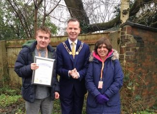 Mayor-of-Newcastle-under-Lyme-Simon-White-with-writers-of-poem-at-Brampton-Park